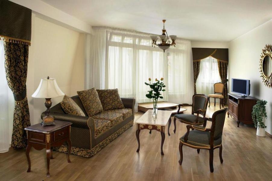 HOTEL RESIDENCE ROMANZA **** – Dodávka volného i zabudovaného nábytku do pokojů a apartmánů