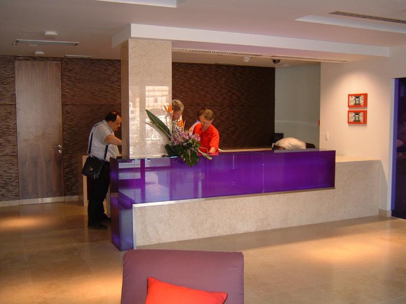 HOTEL ADRIANA ***** – Vybavení hotelových pokojů a apartmánů vč. dodávky protipožárních dveří, kompletní dodávka vybavení veřejných prostor vč. SPA, venkovních a vnitřních podlah a venkovního oplocení z exotických dřevin