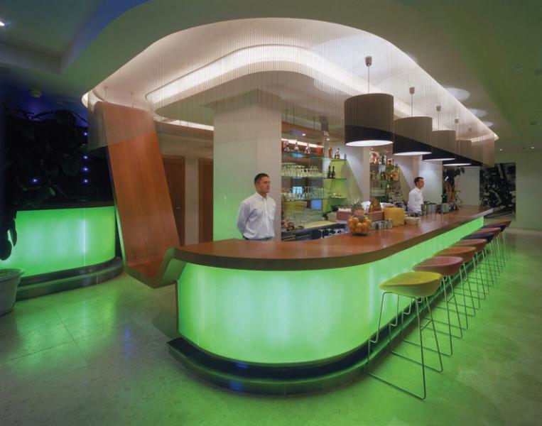 HOTEL RIVA **** – Ucelená dodávka hotelových pokojů a apartmánů. Dodávka všech veřejných prostor vč. venkovního nábytku