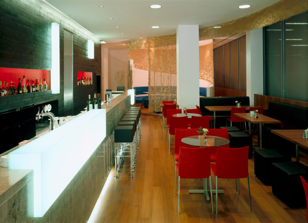 VIENNA HOUSE ANDĚL ́S PRAGUE – podlahy a nábytek do restaurace v 1NP